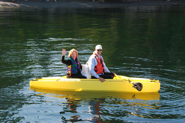 Two passengers going ashore in tandem kayak - tender (2)