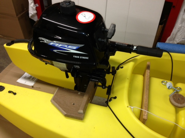 15-inch-short-shaft-outboard-motor-mounted-on-w-kayak