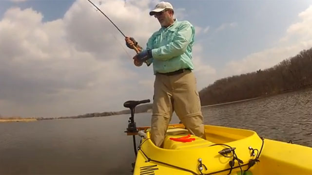 fly-fishing-standing-in-kayak-carp-fishing