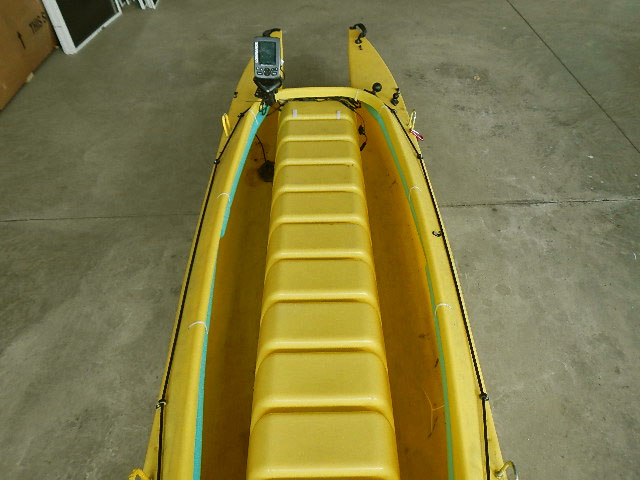 foam-flotatation-under-kayak-gunnel