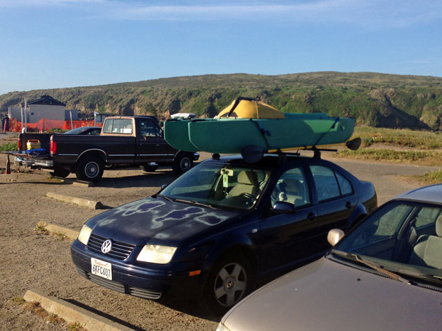 crabbing-kayak-attached-on-car-top-oakland-bay-beach-california