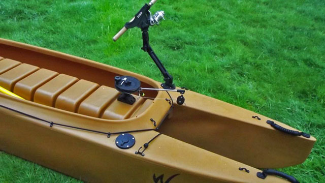 kayak-for-trolling-outfitted-with-downrigger