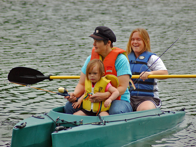 mom-and-two-kids-in-fishing-kayak