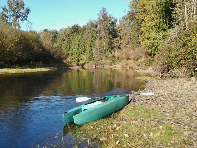 my-kayak-on-the-river-bank-08-2014