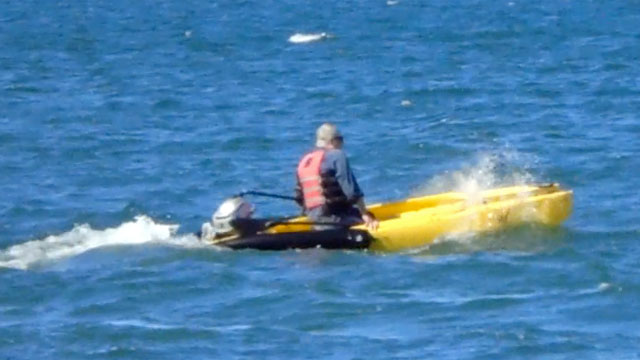 motor-kayak-splash