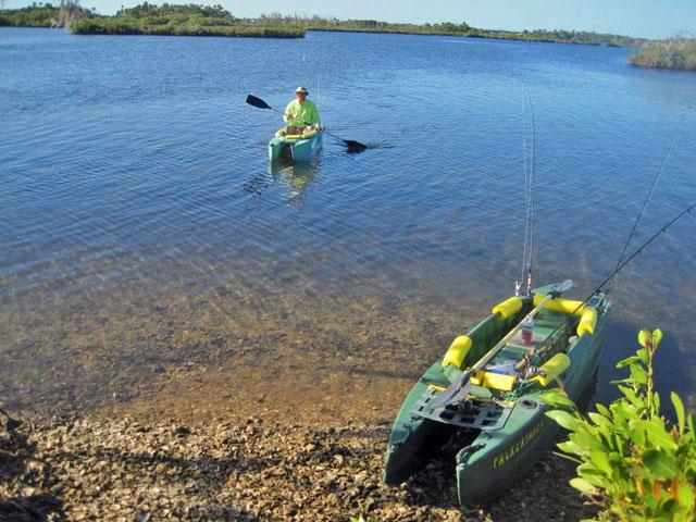 Art-paddling-back-to-shore