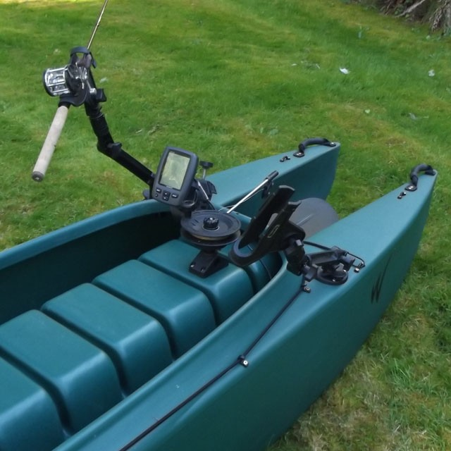 kayak-rigged-for-trolling-fish-finder