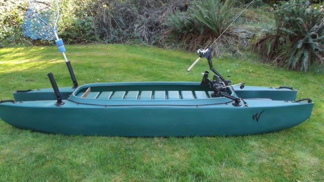 kayak-rigged-for-trolling-with-downrigger-side-view-1