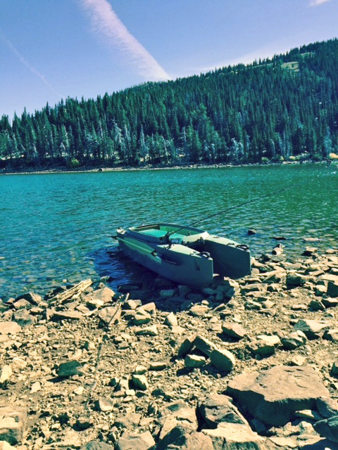 fishing-kayak-beached-in-alpine-lake-Idaho