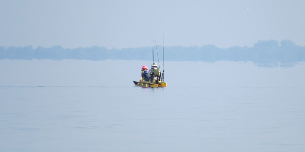 electric-fishing-kayak-with-dad-and-two-kids-on-board-Virginia-beach (2)