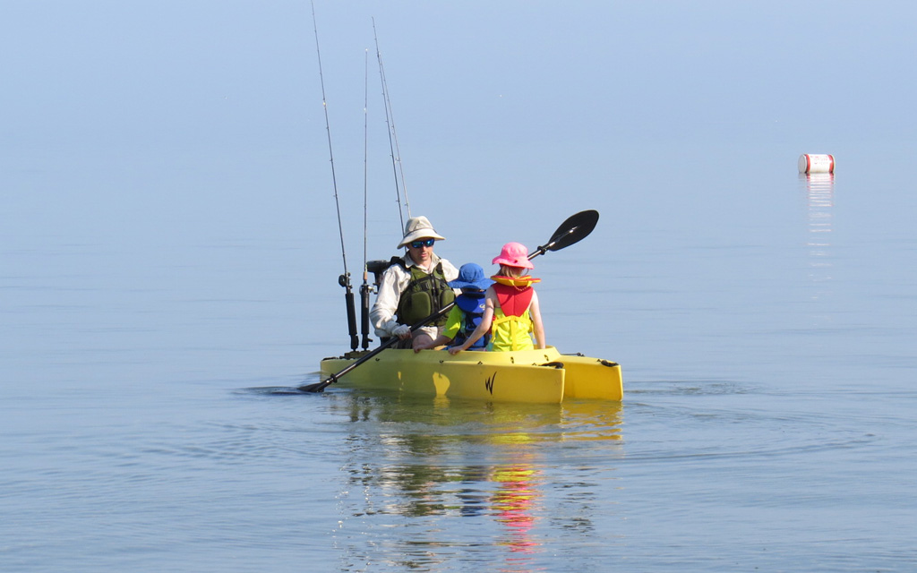 electric-fishing-kayak-with-dad-and-two-kids-on-board-Virginia-beach