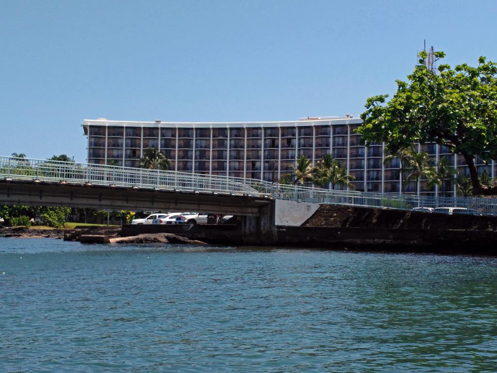 bridge and hotel Hilo Bay, Hawaii
