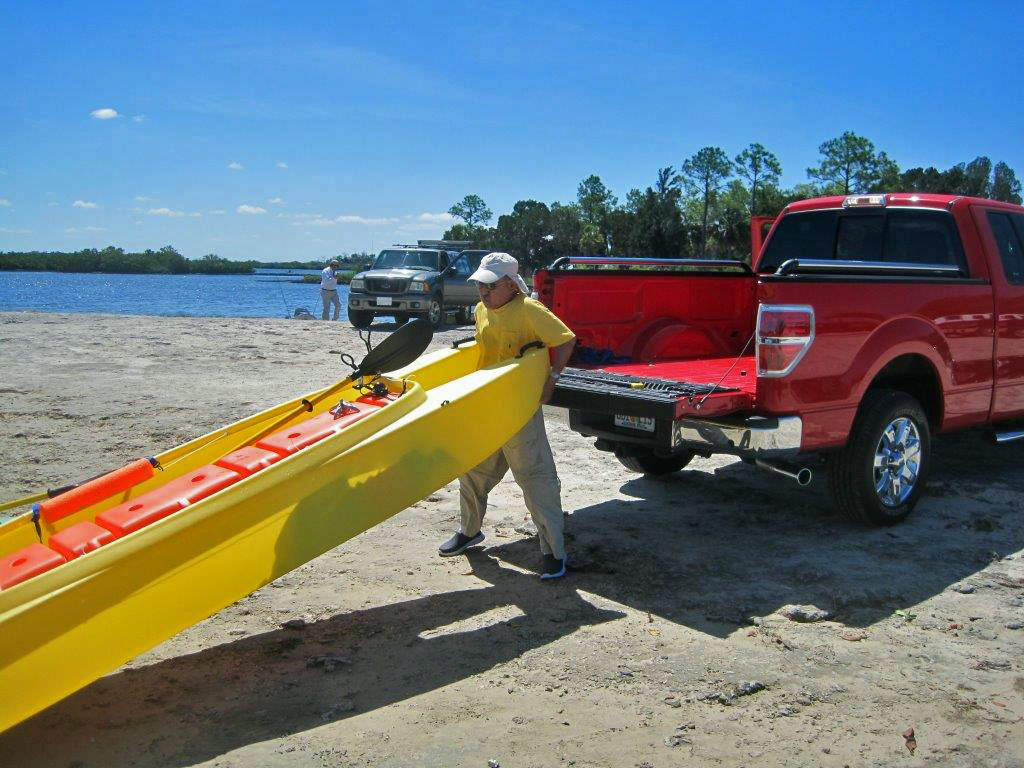 Jai-uploading-his-W700-kayak-onto-his-pickup-truck