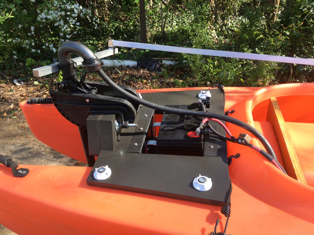 electric-fishing-kayak-steering-side-view-01