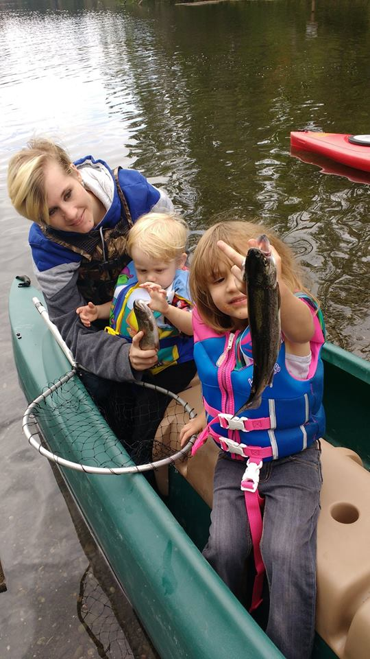Mom and 2 little kids in W700 fishing kayak