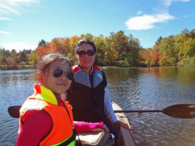 mother and daughter in motorized W700 kayak