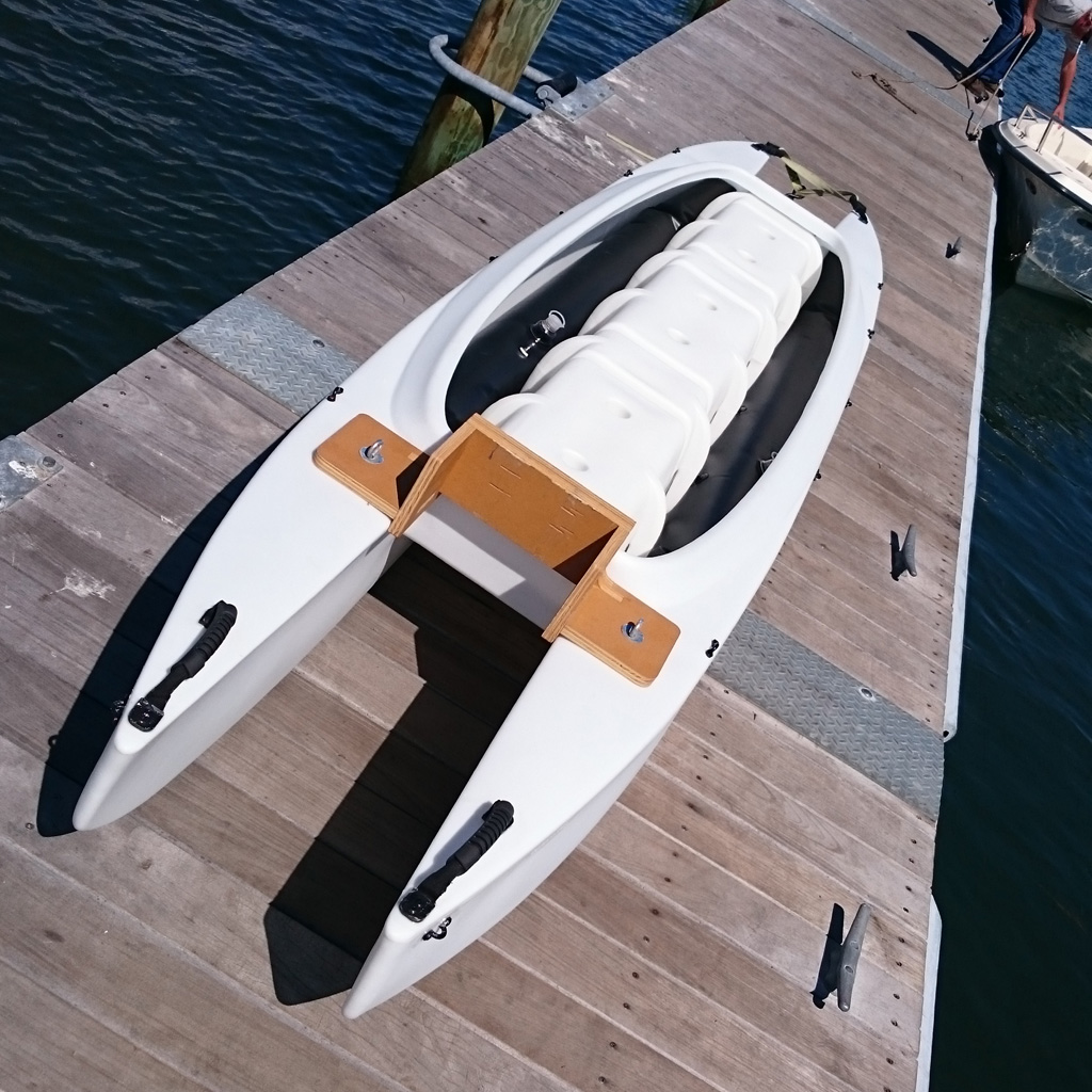Inflatable flotation tubes inside the boat's hulls 1024