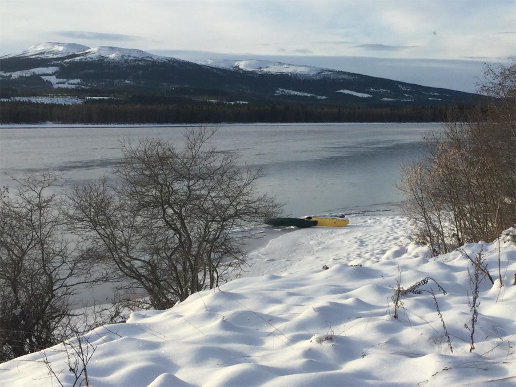 two-wavewalk-700-fishing-kayaks-beached-on-icy-snowy-river-bank-1024