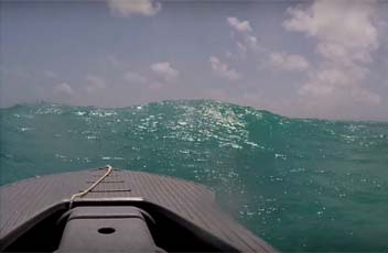 Motor kayak in big waves - Wavewalk S4