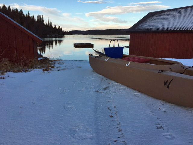Char fishing in Hensjön on the first day of snow