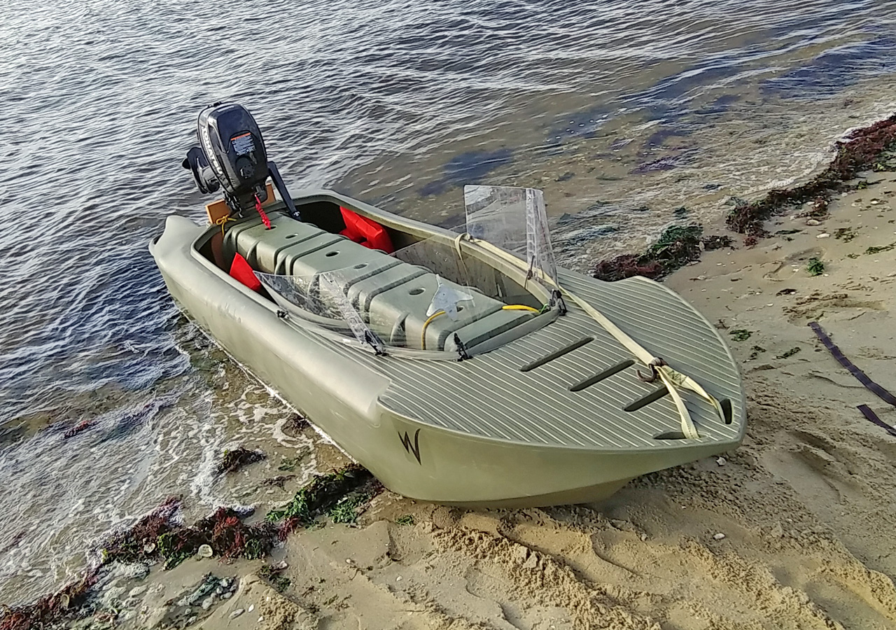 Wavewalk S4 motor kayak with large size spray shield