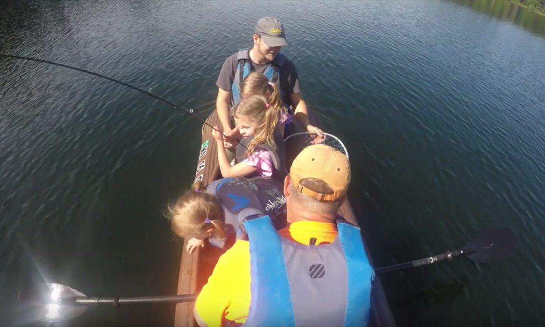 Fishing kayak with 5 anglers on board - Wavewalk S4
