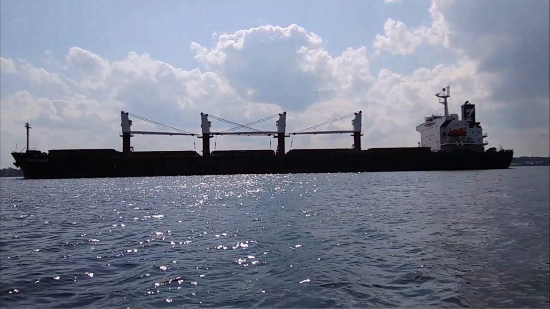 motor kayak vs cargo ship