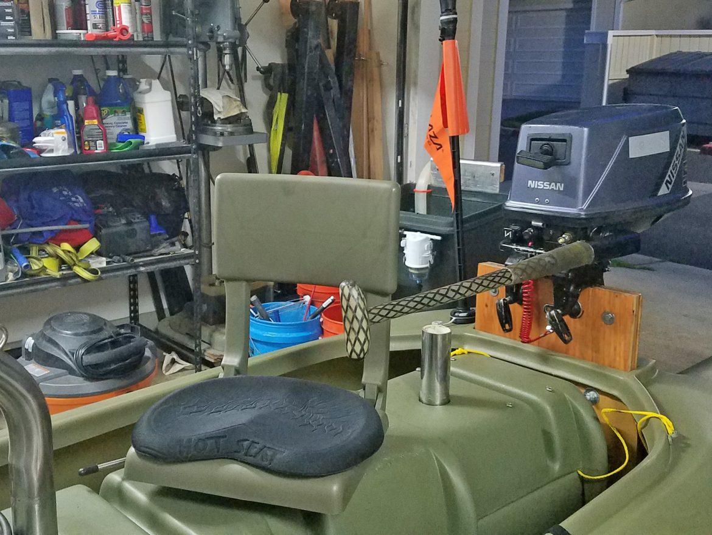 Folding swivel seat for fishing kayak