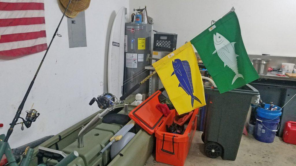 Wavewalk S4 motor fishing kayak with flags of Tuna and Mahi