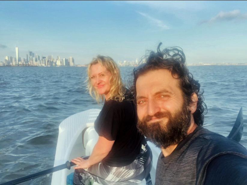 Tandem kayaking on the Hudson river